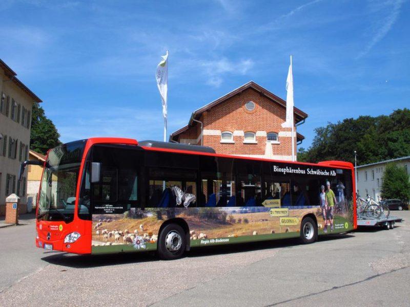 Rad- Wanderbusse & Bahnen